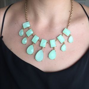 Jewelry - Mint and gold-colored statement necklace